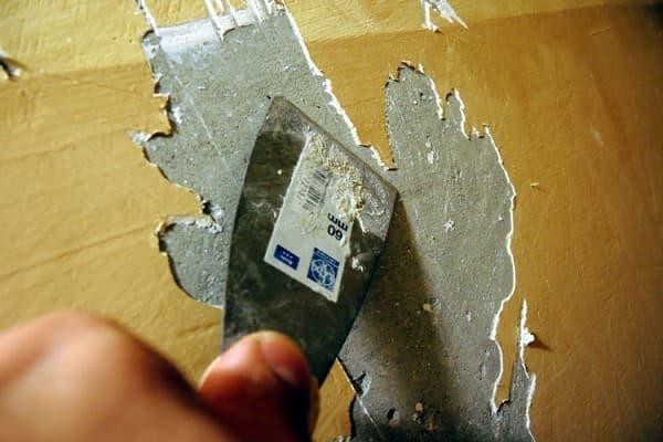 снятие штукатурной смеси со стены