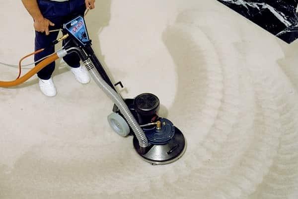 чистка ковролина профессиональным оборудованием