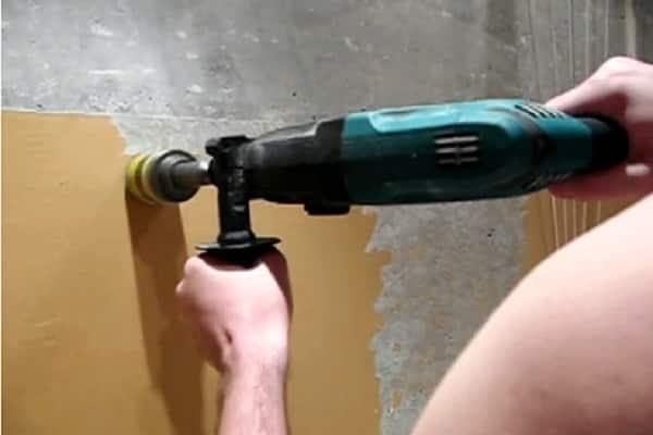 как снять старую краску со стены дрелью