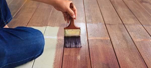 чем и как покрасить пол дома