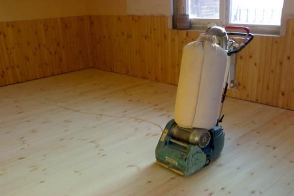 как выровнять деревянный пол циклевальной машиной