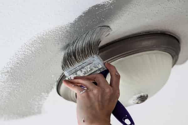 как покрасить потолок акриловой краской малярной кистью
