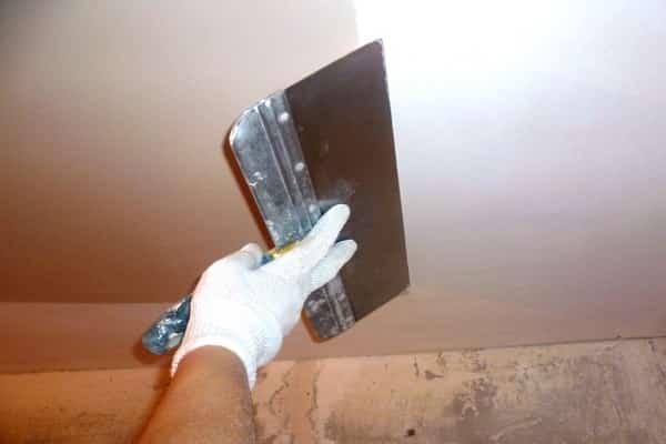 шпаклевание перед тем как покрасить потолок акриловой краской