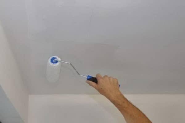 какой краской красить потолок в ванной лучше