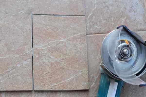 как резать плитку болгаркой без сколов: прямоугольное отверстие