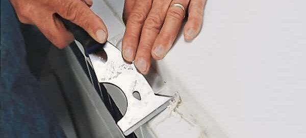 как убрать силиконовый герметик с акриловой ванны