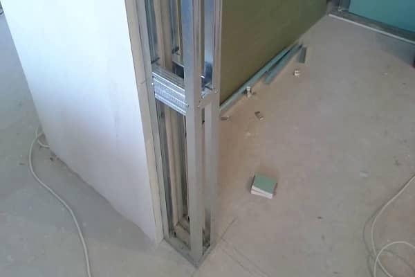как уменьшить дверной проем гипсокартоном с возведением каркаса из металлического профиля