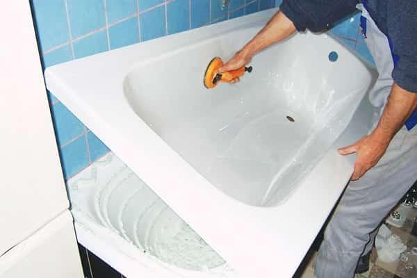 как обновить покрытие чугунной ванны, используя акриловый вкладыш