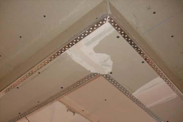 как шпаклевать гипсокартонный потолок: заделывание внутренних и внешних углов