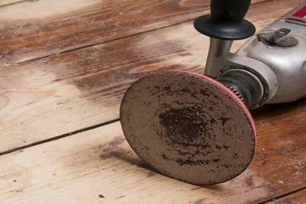 как снять старую краску с деревянного пола при помощи шлифовальной машины