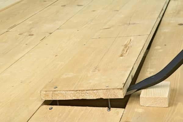 как избавиться от скрипа деревянного пола: демонтаж половых досок