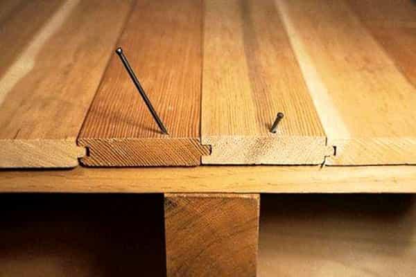как избавиться от скрипа деревянного пола: укладка досок