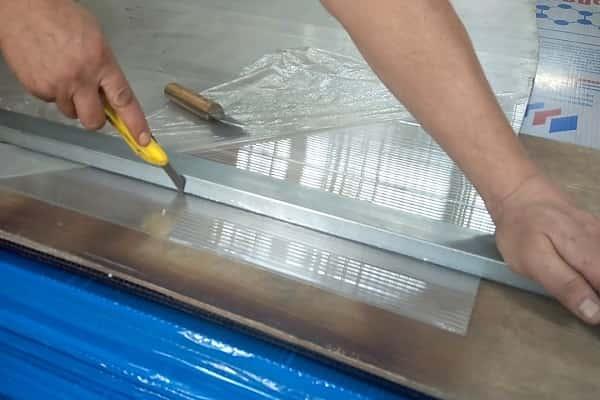 чем лучше резать поликарбонат: использование ножа