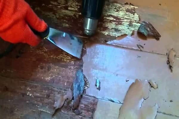 как снять старую краску с деревянного пола при помощи строительного фена