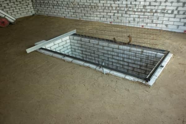 как сделать бетонную стяжку в гараже своими руками