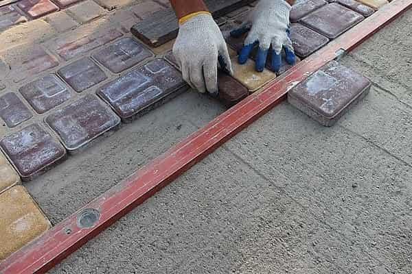 что положить на пол в гараже: тротуарная плитка