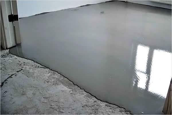 чем утеплить пол под линолеумом: выравнивание бетонного пола