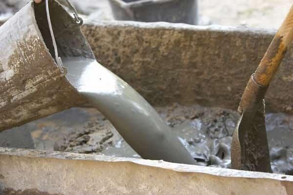 как сделать бетонную стяжку в гараже: приготовление раствора