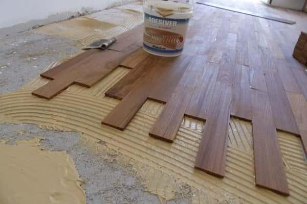 как укладывать массивную доску на бетонное основание