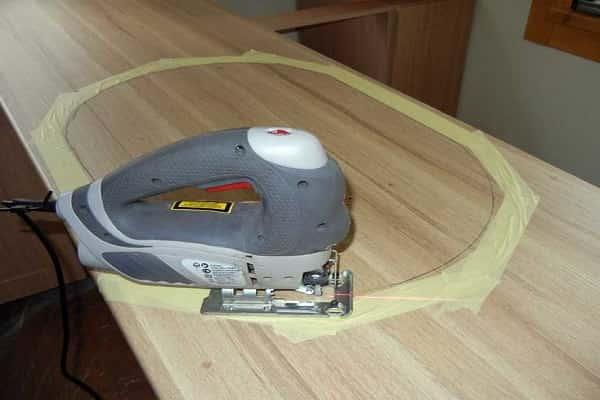 как врезать мойку в столешницу кухни: вырезание отверстия