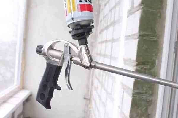 как правильно пользоваться пистолетом для монтажной пены