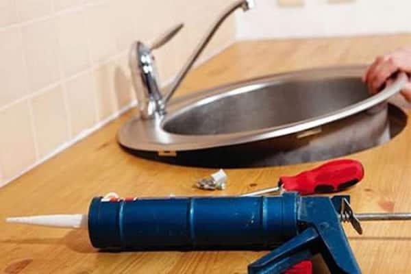 как врезать мойку в столешницу кухни