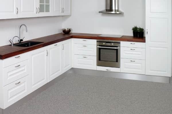 как правильно подобрать линолеум на кухню: выборе между натуральным и синтетическим материалом