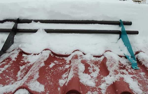 как установить снегозадержатели на металлочерепицу своими руками верно