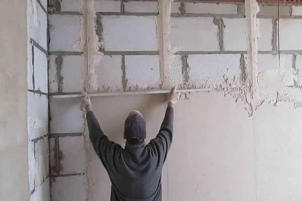 как правильно установить маяки для штукатурки стен своими руками