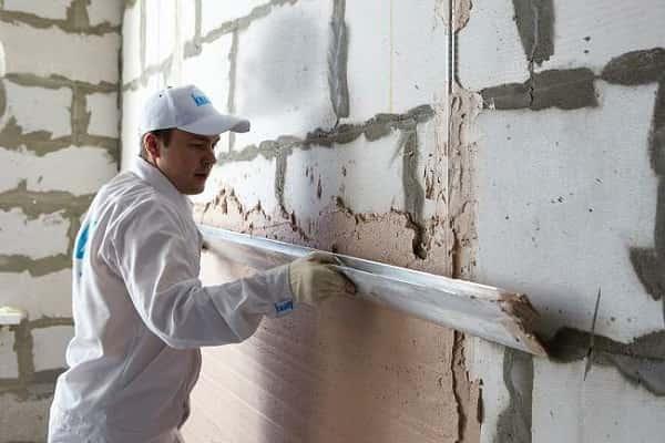 как правильно установить маяки для штукатурки стен