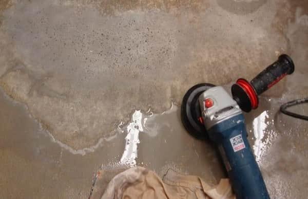 как шлифовать бетонный пол болгаркой мокрым способом