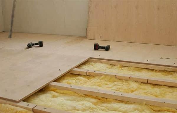 как уложить фанеру на бетонный пол с установленными лагами