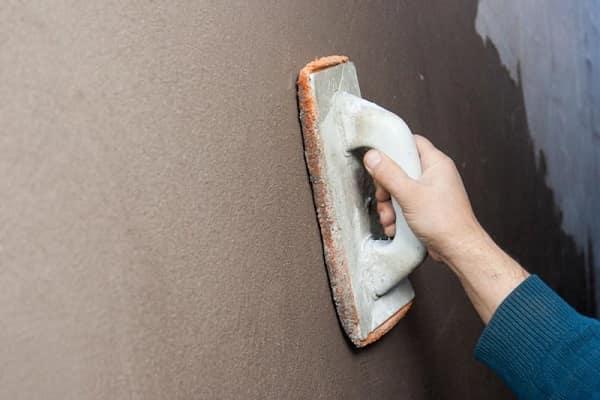 как выровнять стены без маяков своими руками: затирание поверхности