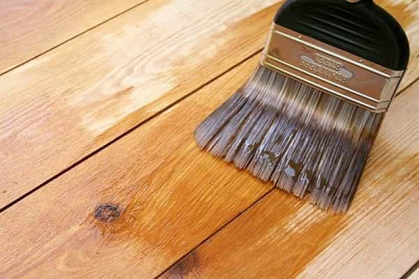 как правильно покрыть лаком деревянный пол: нанесение грунтовки