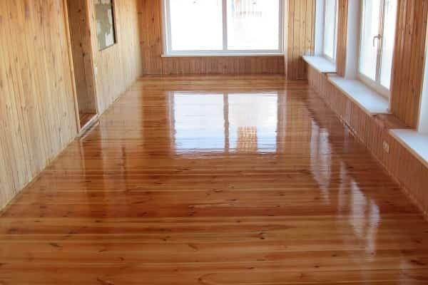 как правильно покрыть лаком деревянный пол
