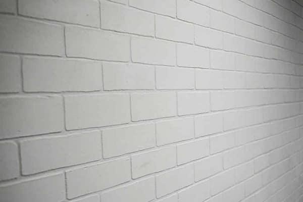 как покрасить кирпичную стену своими руками хорошо