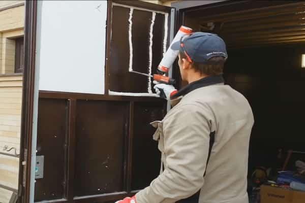 как утеплить металлическую входную дверь изнутри пенопластом