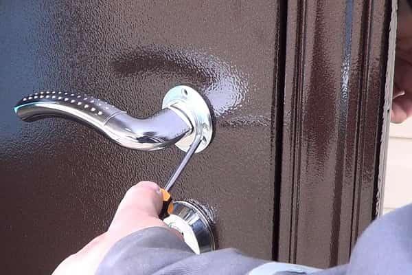 как установить дверную ручку на входную дверь: монтаж изделия на входную металлическую дверь