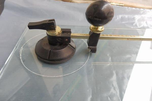 как выбрать стеклорез для дома: выбор циркульного инструмента