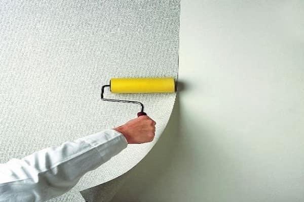 как наклеить обои под покраску на стены должным образом