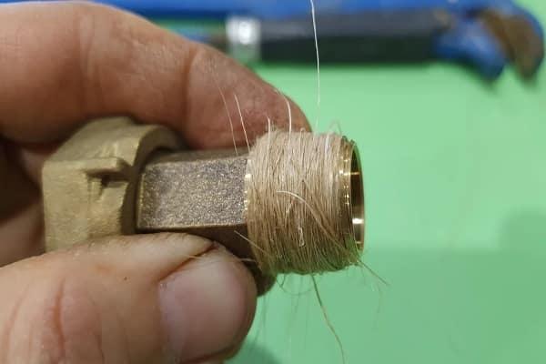 как наматывать лен на резьбу трубы качественно