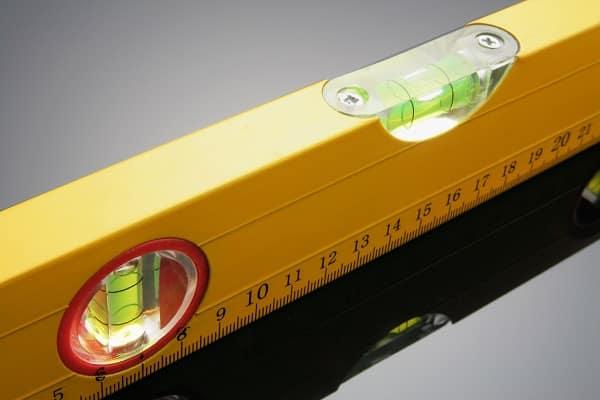 как выбрать строительный уровень для дома: выбор пузырькового измерительного прибора