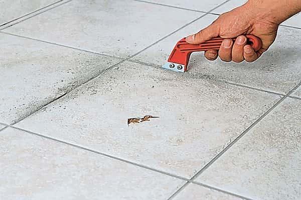 чем заделать скол на плитке на полу: замена поврежденного элемента