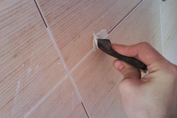 как замазать швы между плиткой в ванной комнате