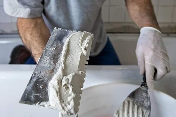 чем штукатурить стены в ванной комнате: приготовление раствора