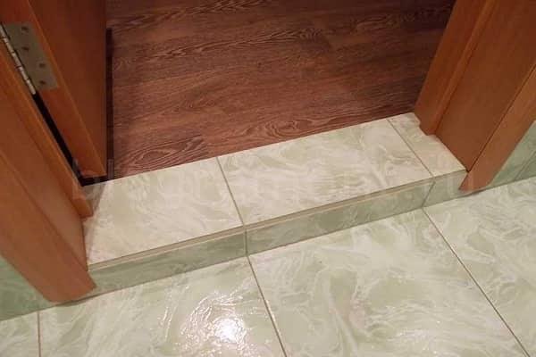 как установить порог в ванной комнате из бетона с облицовкой плиткой
