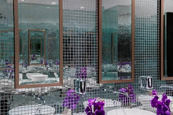 как клеить мозаичную плитку на стену: зеркальные изделия
