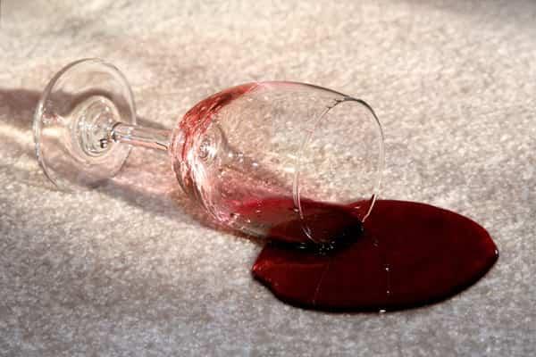 как почистить ковер не снимая с пола от пятен вина