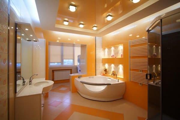 какой натяжной потолок выбрать для ванной: особенности одноуровневых и многоуровневых потолочных конструкций