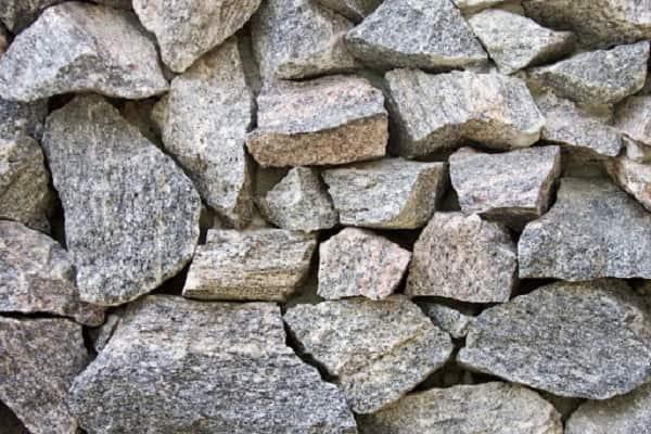 как сделать забор из камня: выбор материала
